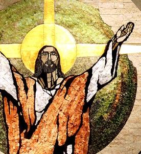 trhumc- Glassmaleri av oppstandelsen (detalj) i en St Mary-kirke