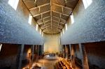 nykatolsk-kirkesal-mot-alter